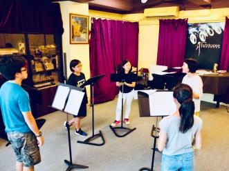透過二重唱、輪唱等歌曲提升學生的聽、唱能力